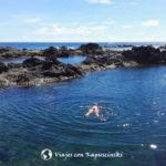Piscinas naturales en la isla de Flores - En las piscinas naturales, incluso sin meter la cabeza en el agua ya vemos muchos peces.
